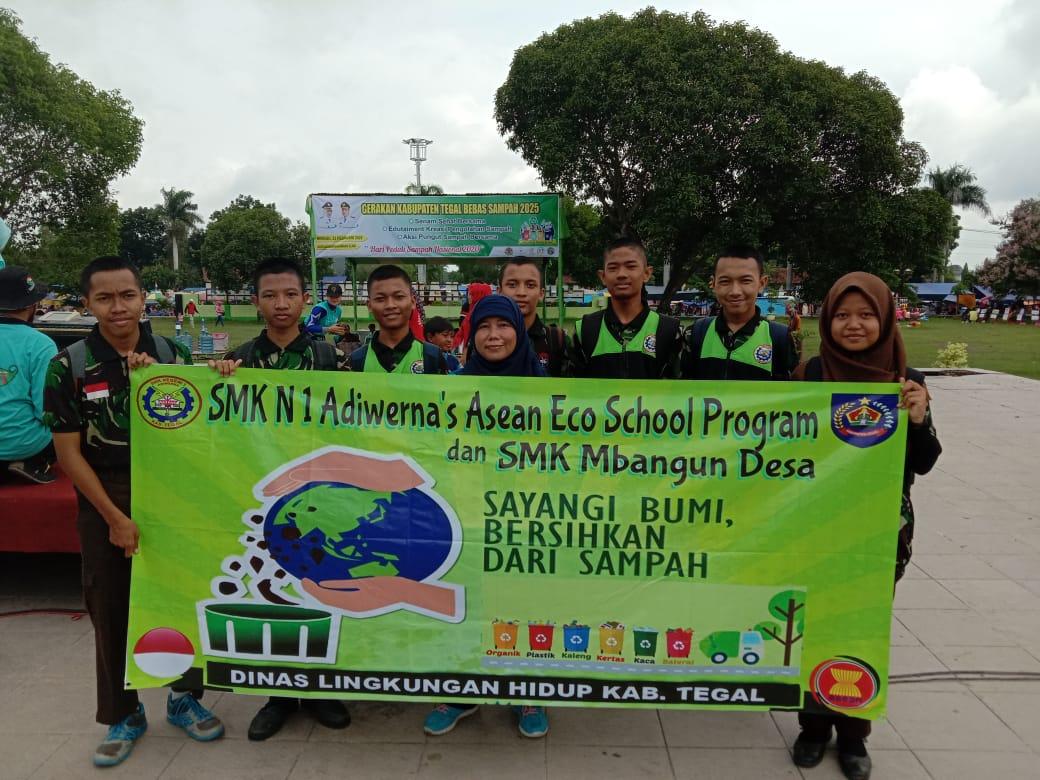SMKN 1 Adiwerna ikuti Bhakti Lingkungan di Alun-Alun Hanggawana